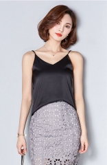 Black Sleeveless Tight-Fitting Camisole
